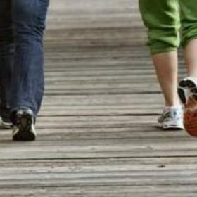 due donne che camminano